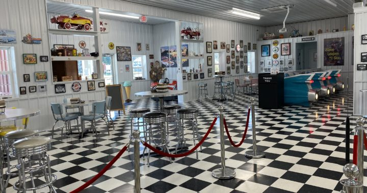 Scoupe deVille: New Ice Cream Parlor Takes Customers Back to the '50s